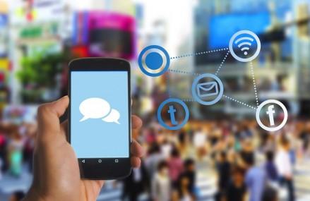 1 av 2 smarttelefonbrukere mener online informasjonsdeling gir økt innflytelse