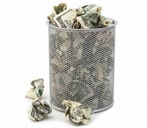 Å bruke dyre bankrådgivere er som å kaste penger i søpla
