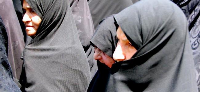 Iranske kvinner kaster hijaben i protest