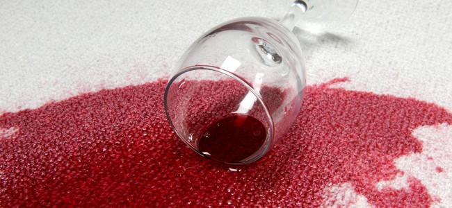 Enkel rengjøring av kaffe, rødvin og saus